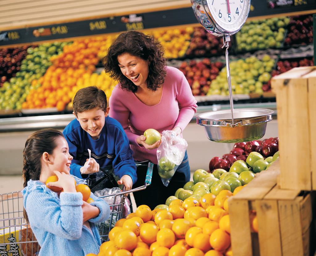 Kinder im Supermarkt