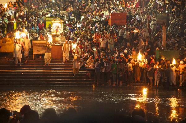 Die 10 schönsten Reiseziele in Nordindien - Lichterzeremonie in Haridwar