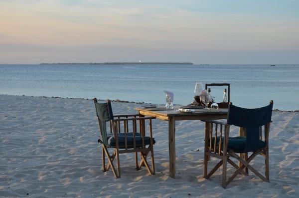 Die schönsten Inseln Tansanias - Strand Dinner